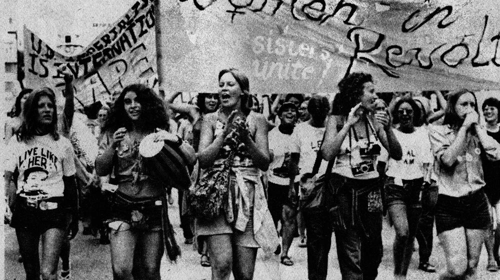 Mujeres Buscando–48400